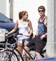 Liam Hemsworth, Miley Cyrus - Beverly Hills - 27-03-2010 - Miley Cyrus e Liam Hemsworth si sono lasciati