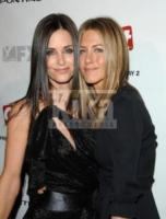 Courteney Cox, Jennifer Aniston - Milano - 08-02-2010 - Courteney Cox e Jennifer Aniston passano il Natale insieme