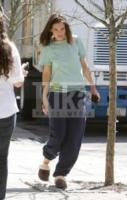 Katie Holmes - New York - 07-04-2010 - Celebrity con i piedi per terra: W le pantofole!