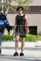 Debra Messing - Beverly Hills - Celebrity con i piedi per terra: W le pantofole!