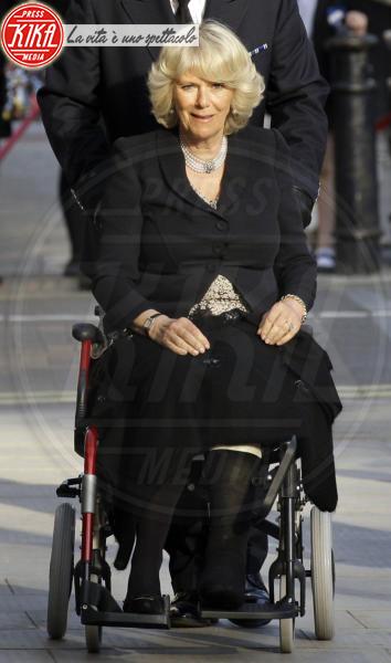Camilla Parker Bowles - Londra - 22-04-2010 - Bende, cerotti, gessi, la dura vita della star