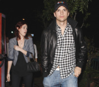 Rumer Willis, Ashton Kutcher - Los Angeles - 01-05-2010 - Ashton Kutcher assiste al concerto di Rumer Willis