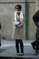Katie Holmes - Los Angeles - 07-05-2010 - Katie Holmes torna a vestire i panni di Jackie Kennedy