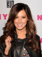Ashley Tisdale - Hollywood - 12-05-2010 - Essere bionda o essere mora? Questo è il dilemma!