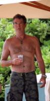 Pierce Brosnan - Los Angeles - 13-05-2010 - Pelosi contro depilati: una sfida impari