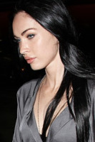 Megan Fox - Los Angeles - 16-05-2010 - Megan Fox si tatua in onore di Mickey Rourke