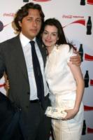 Raffaello Follieri, Anne Hathaway - Anne Hathaway non vuole i gioielli di Raffaello Follieri