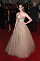 Anne Hathaway - New York - 03-05-2010 - Anne Hathaway non vuole i gioielli di Raffaello Follieri