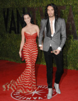Katy Perry, Russell Brand - West Hollywood - 08-03-2010 - Katy Perry e Russell Brand non vogliono regali di nozze