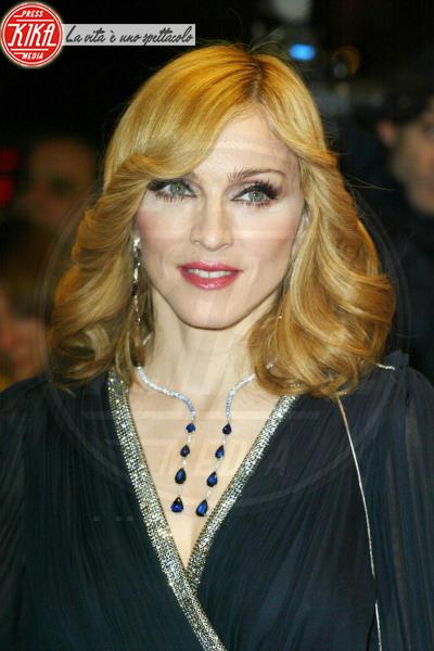 Madonna - Londra - 30-11-2005 - MADONNA: UNA TOILETTE NUOVA IN OGNI ALBERGO