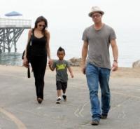 Maddox Jolie Pitt, Angelina Jolie, Brad Pitt - Malibu - 26-07-2006 - Wyclef Jean chiede a Brad Pitt e Angelina Jolie di adottare un bambino ad Haiti