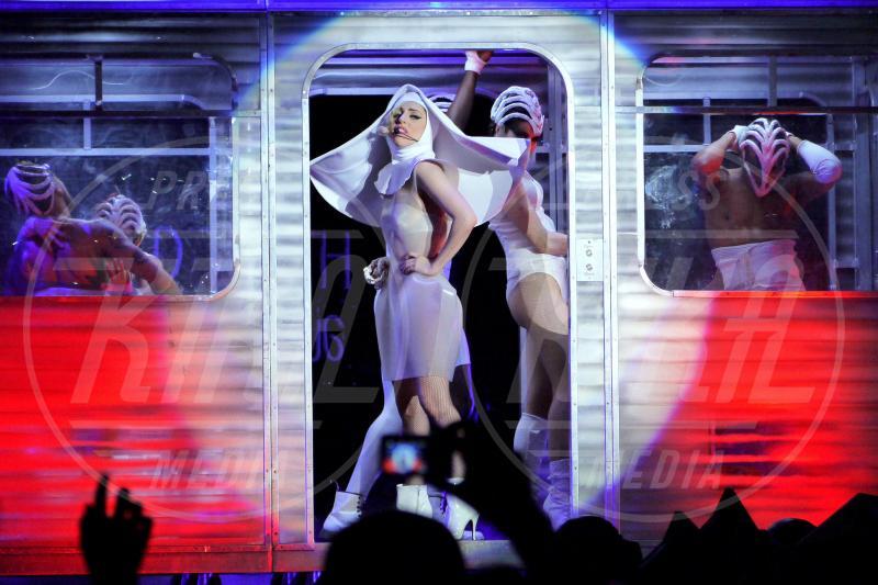 Lady Gaga - Birmingham - 29-05-2010 - Chiesa e show biz, un rapporto di amore e odio