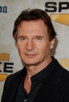 Liam Neeson - Culver City - 05-06-2010 - Liam Neeson ha ricominciato a fumare sul set di A Team