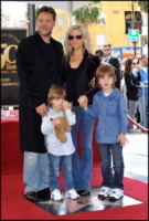Charles Crowe, Tennyson Crowe, Danielle Spencer, Russell Crowe - Los Angeles - 12-04-2010 - Russell Crowe l'ultima star dichiarata morta nelle news