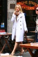 Kate Hudson - New York - 10-06-2010 - Primavera 2015: con il soprabito, le celebs vanno… in bianco!