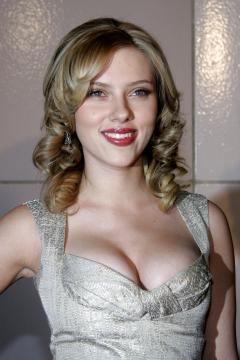 """Scarlett Johansson - Los Angeles - 10-12-2005 - Scarlett Johansson è la """"donna più sexy del mondo"""""""