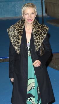 Annie Lennox - Londra - 10-12-2005 - Dolorosa convalescenza per Annie Lennox