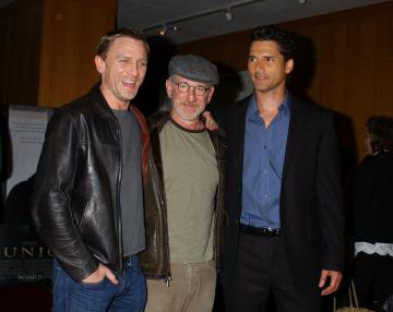 Daniel Craig, Eric Bana, Steven Spielberg - Beverly Hills - 20-12-2005 - Spielberg denunciato per un taglio di capelli