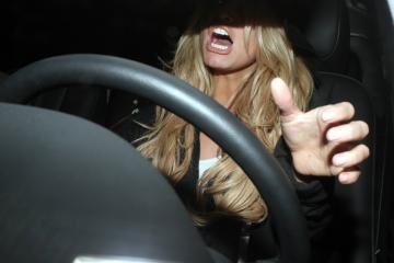 Jessica Simpson - Hollywood - 15-01-2006 - Jessica Simpson controlla le labbra nuove...