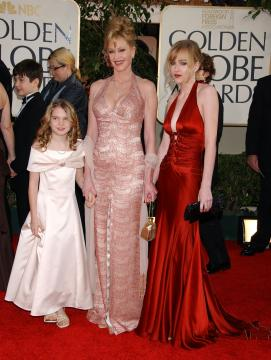 Dakota Johnson, Stella Banderas, Melanie Griffith - Beverly Hills - 16-01-2006 - Gossip: Melanie Griffith non paga, denunciata dallo stilista