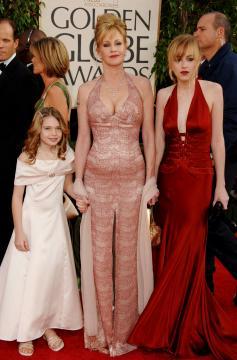 Dakota, figlie, Melanie Griffith - Beverly Hills - 16-01-2006 - Gossip: Melanie Griffith non paga, denunciata dallo stilista