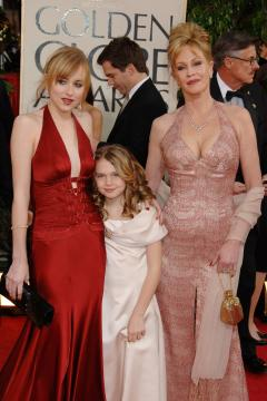 Dakota, figlie, Melanie Griffith - Beverly Hills - 16-01-2006 - Gossip: Melanie Griffith non paga, denunciata dallo stilista