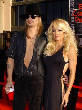 Pamela Anderson, Kid Rock - Los Angeles - 16-11-2003 - Kid Rock spara a zero su Pamela Anderson