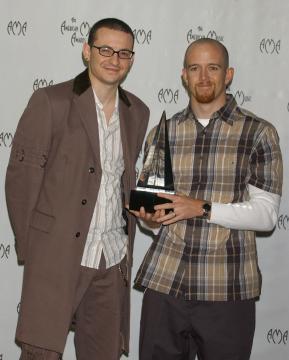 Phoenex Ferrell of Linkin Park, Chester Bennington - Los Angeles - 16-11-2003 - Lutto nella musica, suicida Chester Bennington dei Linkin Park