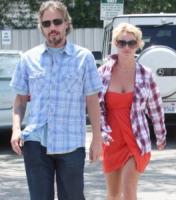 Jason Trawick, Britney Spears - Pasadena - 25-06-2010 - Britney Spears non vuole che i figli entrino nel mondo dello spettacolo