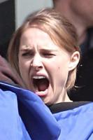 Natalie Portman - Los Angeles - 10-05-2010 - Star come noi: come resistere a uno sbadiglio?