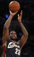 LeBron James - Cleveland - 09-07-2010 - LeBron James ha chiesto la mano della fidanzata