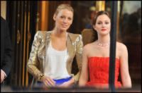 Leighton Meester, Blake Lively - Parigi - 09-07-2010 - Nemiciamatissimi... d'amore e d'accordo davanti alle telecamere!