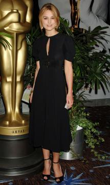 Keira Knightley - Beverly Hills - 13-02-2006 - Keira Knightley, raffinatezza e classe da Oscar sul red carpet