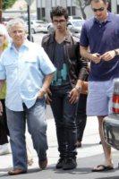 Joe Jonas - Los Angeles - 09-07-2010 - 2 ottobre: festa dei nonni… anche vip!