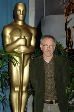 Steven Spielberg - Beverly Hills - 13-02-2006 - Spielberg denunciato per un taglio di capelli