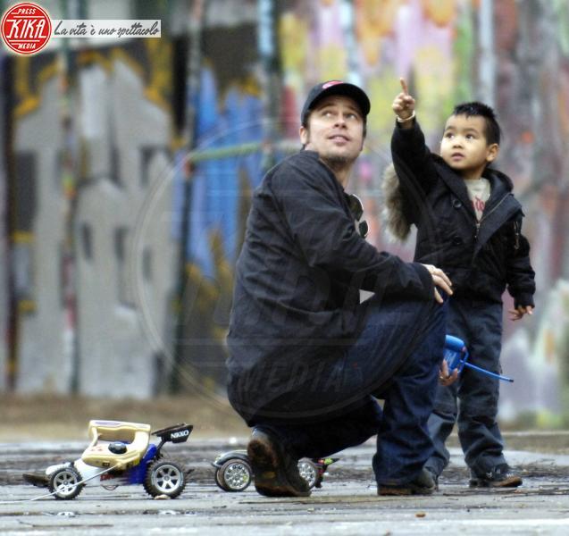 Maddox Jolie Pitt, Brad Pitt - Parigi - 15-02-2006 - Pitt e Jolie donano 300 mila dollari ai bambini suadfricani