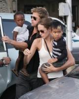 Maddox Jolie Pitt, Zahara Jolie Pitt, Angelina Jolie, Brad Pitt - 29-06-2010 - Angelina Jolie e Brad Pitt organizzano appuntamenti romantici