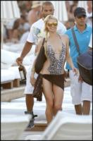 Paris Hilton - Saint Tropez - 25-07-2010 - Spaggia: l'alternativa al bikini. Costume intero o trikini?