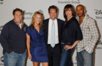 Jam, Nate Torrence, Andrea Anders, Matthew Perry, Allison Janney - Los Angeles - 01-08-2010 - Andrea Anders da Matt LeBlanc a Matthew Perry