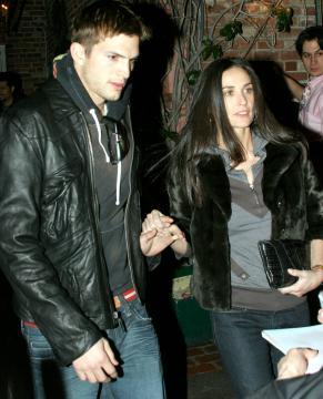 Demi Moore, Ashton Kutcher - Beverly Hills - 20-02-2006 - Demi Moore aspetta il quarto bambino