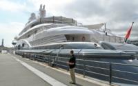 Il porto antico di genova ospita radiant lo yacht piu for Lurssen yacht genova