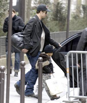 Angelina Jolie - Parigi - 22-02-2006 - Brad Pitt finalmente padre
