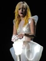 Lady Gaga - Los Angeles - 12-08-2010 - La Peta contro Lady Gaga