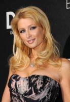 Paris Hilton - Los Angeles - 15-12-2008 - Paris Hilton rischia di pagare i danni a una ditta di extension