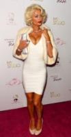 Paris Hilton - Hollywood - 10-08-2010 - Paris Hilton rischia di pagare i danni a una ditta di extension