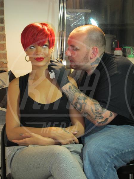 Rihanna - A qualcuna piace corto… il capello