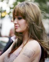Angelina Jolie - Londra - 16-08-2010 - Angelina Jolie svela i segreti sui suoi tatuaggi