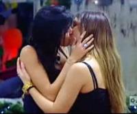 Veronica Ciardi, Sarah Nile - Roma - 05-01-2010 - Baci lesbo sul set: quello tra Keira e Chloe sarà il più hot?