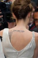Angelina Jolie - Parigi - 17-08-2010 - Angelina Jolie svela i segreti sui suoi tatuaggi