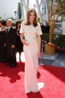 Stana Katic - Los Angeles - 21-08-2010 - Creative Arts Emmy Awards: The Pacific fa incetta di premi